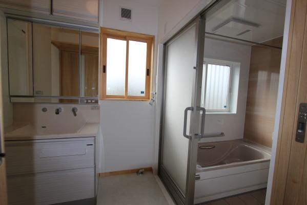 1階 洗面脱衣室と浴室