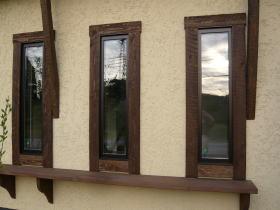 窓まわりの木製モール